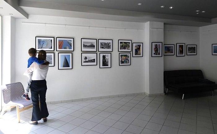 Blank Wall Gallery περί φωτογραφίας